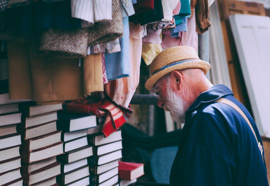 books-clothes-elderly-185772